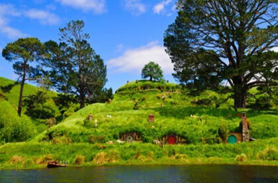 Hobbiton Experience & Waitomo Caves - Auckland to Rotorua